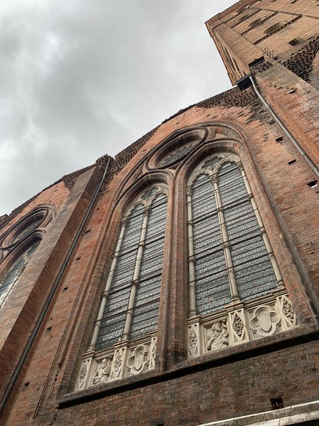 Lateral da catedral de Sao Petronio em Bologna